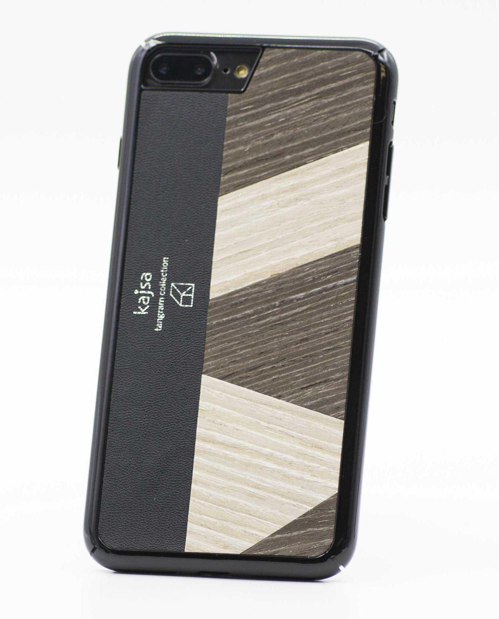 Perspektivisches Foto einer Dunkelbraunen Schutzhülle Case aus echtem Holz kombiniert mit echtem Leder für das iPhone 8 Plus, das iPhone 8, das iPhone 7 und das iPhone 7 Plus.