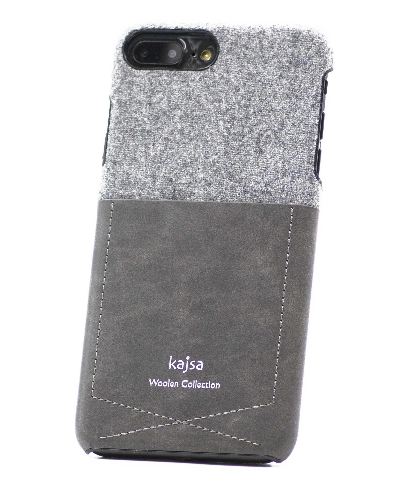 Perspektivisches Foto einer grünen Schutzhülle Case aus echter Wolle kombiniert mit Leder für das iPhone 8 Plus, das iPhone 8, das iPhone 7 und das iPhone 7 Plus.